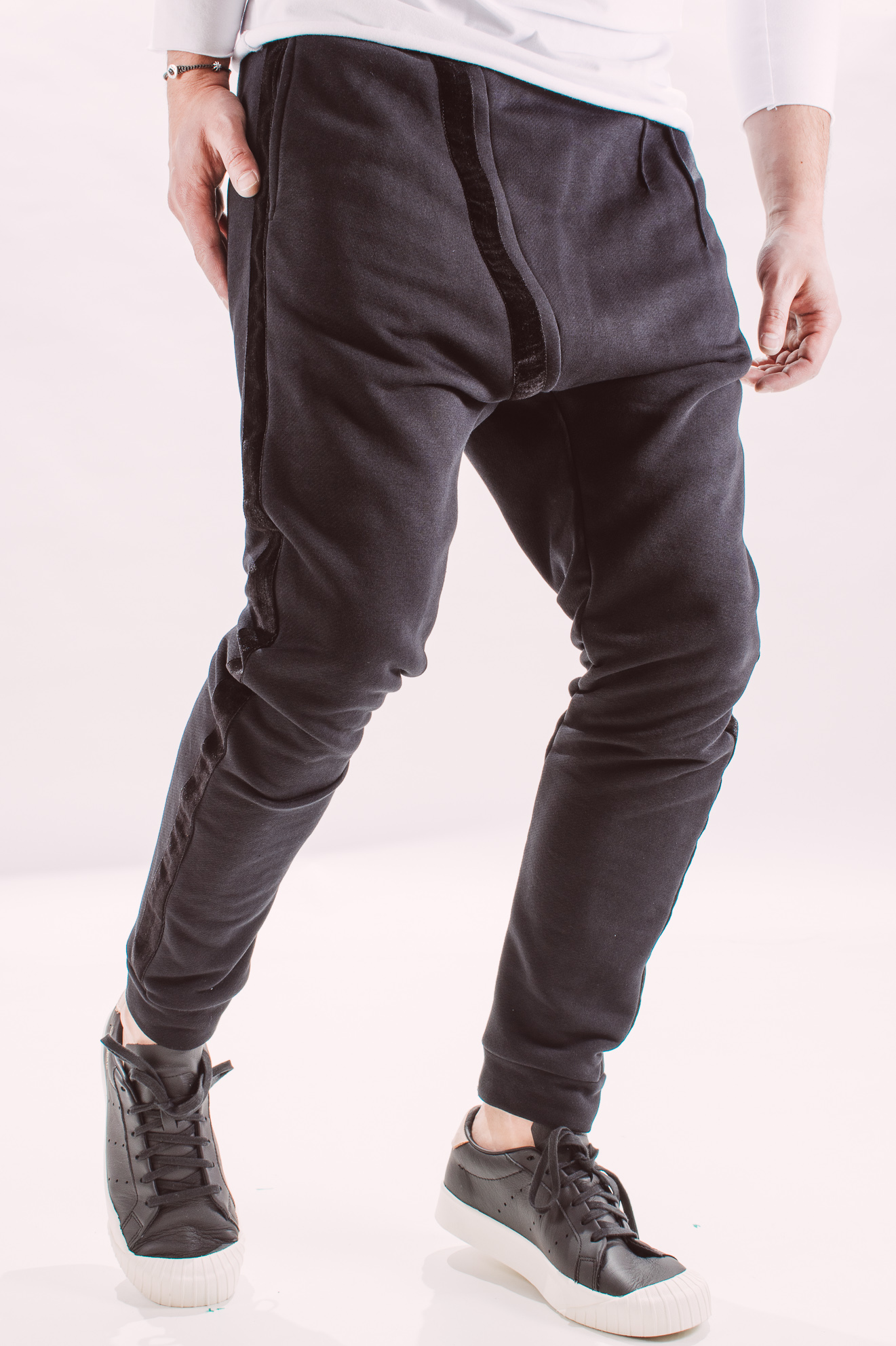 Pantaloni_barbati_sport_different_street_pants_black_but_not_quite_black_